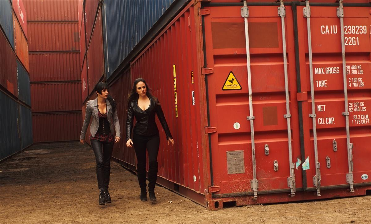 Kenzi (Ksenia Solo) and Bo (Anna Silk) hit the container yard in 'SubterrFaenean'