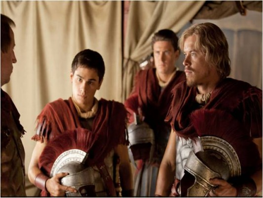 Tiberius (Christian Andolini) and Caesar (Todd Lasance) prepare for battle in Spartacus 3x03
